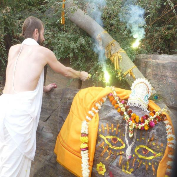 A photoreport from the pilgrimage to Vraja Dham (Vrindavan, India) under the guidance of Sripad Prem Priyojan Prabhu in 2014