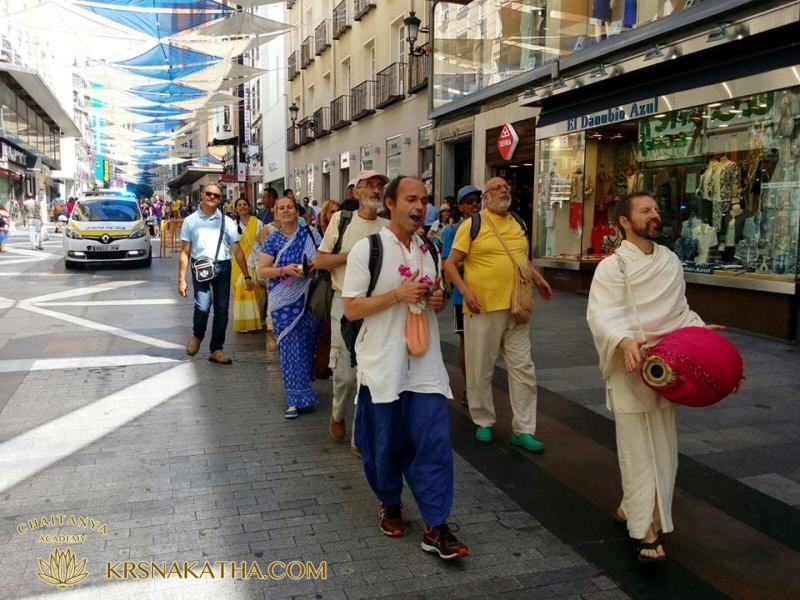 Sankirtana Hare Krishna through the streets of Madrid